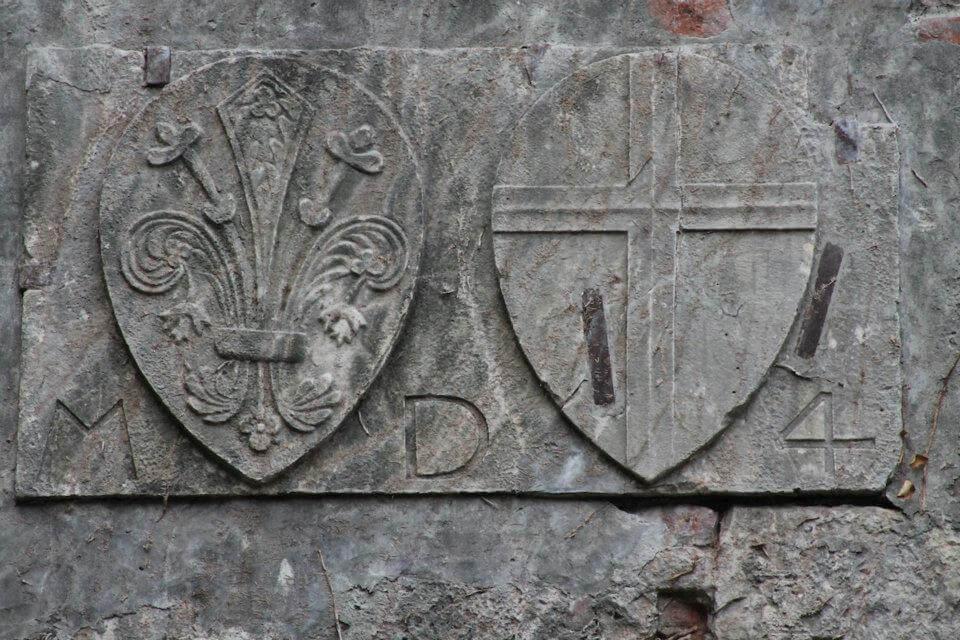 Stemmi fiorentini sulla Rocca di Ripafratta